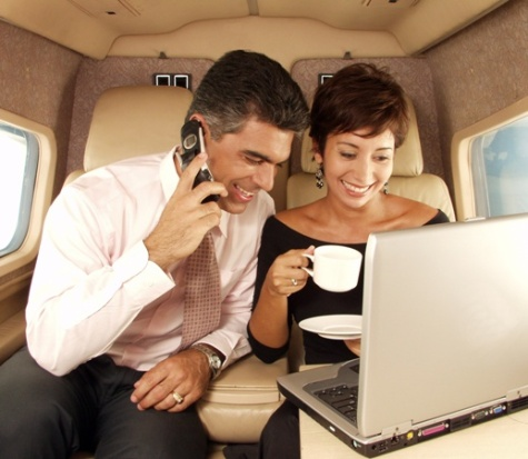 Couple working together on an airplace